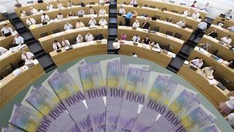 Dass die Regierung die Sitzunsgelder nur beschränkt hat, reicht der Finanzkommission nicht.