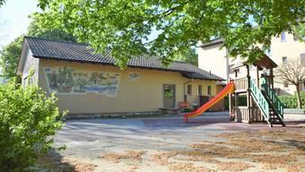 Der Kindergarten In der Lachen in Dietikon wird vorerst zur Basis des neuen Waldkindergartens. Er wird erst im Frühling oder Sommer 2021 abgerissen, wenn die Baugenossenschaft Schönheim mit dem Neubau ihrer Wohnsiedlung aus dem Jahr 1948 beginnt.