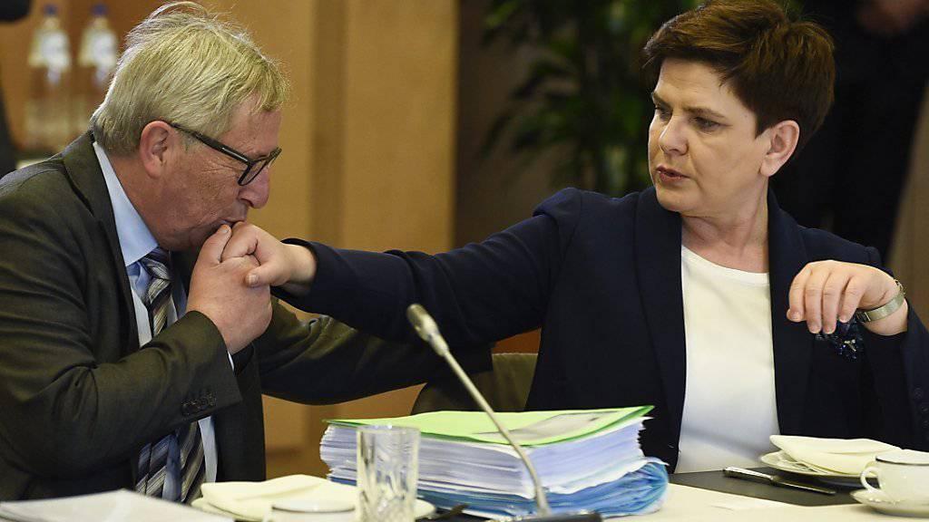 Der Honeymoon zwischen der EU und Polen ist zu Ende. EU-Kommissionspräsident Jean-Claude Juncker (links) mit der polnischen Regierungschefin Beata Szydło am 29. Juni Brüssel.
