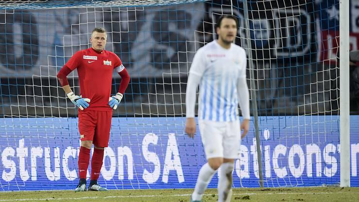 Lange Gesichter beim FCZ nach dem 1:5 gegen Lausanne - im Bild Torhüter Andris Vanins und verteidiger Alain Nef