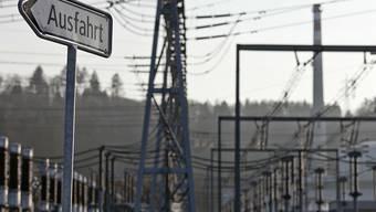 Ein Ausfahrt-Schild auf dem Gelände des Kernkraftwerks Mühleberg mit Symbolgehalt: am 20. Dezember wird die Anlage definitiv abgeschaltet.