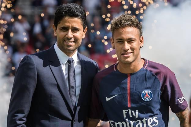 Beschuldigter Nasser Al-Khelaifi (links), Milliardär aus Katar und Boss des Fussballklubs PSG, mit seinem Angestellten Neymar Jr.