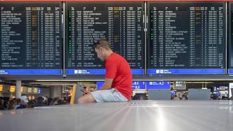 Nach einer Evakuierung von Teilen des Flughafens Frankfurt am Vortag erwarten die Betreiber auch am Mittwoch noch Flugausfälle und Verspätungen.
