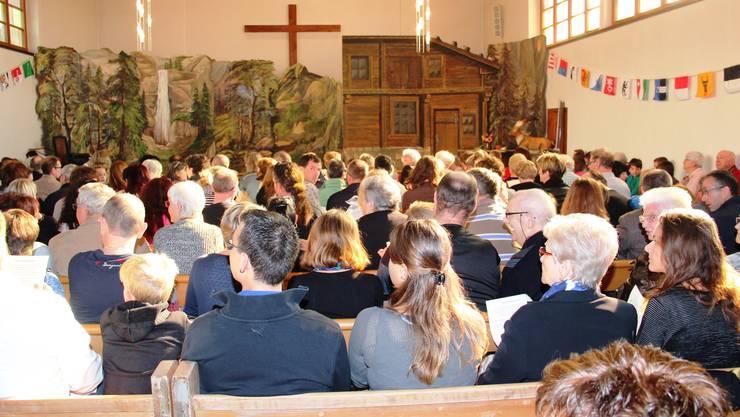 Volle Kirche in Oensingen