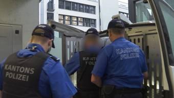 Ein Serbe soll rund 40 Einbrüche getätigt haben. Der Prozess-Bericht von Tele M1.
