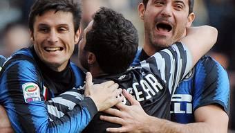 Die Inter-Stars um Zanetti (l.) hatten zuletzt allen Grund zur Freude.  DANIEL DAL ZENNARO/key