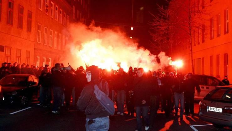 Der Kanton darf durch Randalierer verusachte Kosten von den Klubs zurückverlangen: Hooligans.