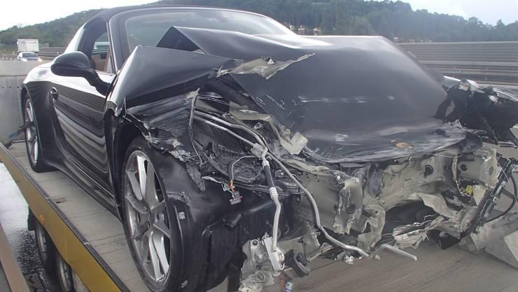 Am Porsche entstand ein Schaden von über 100'000 Franken.