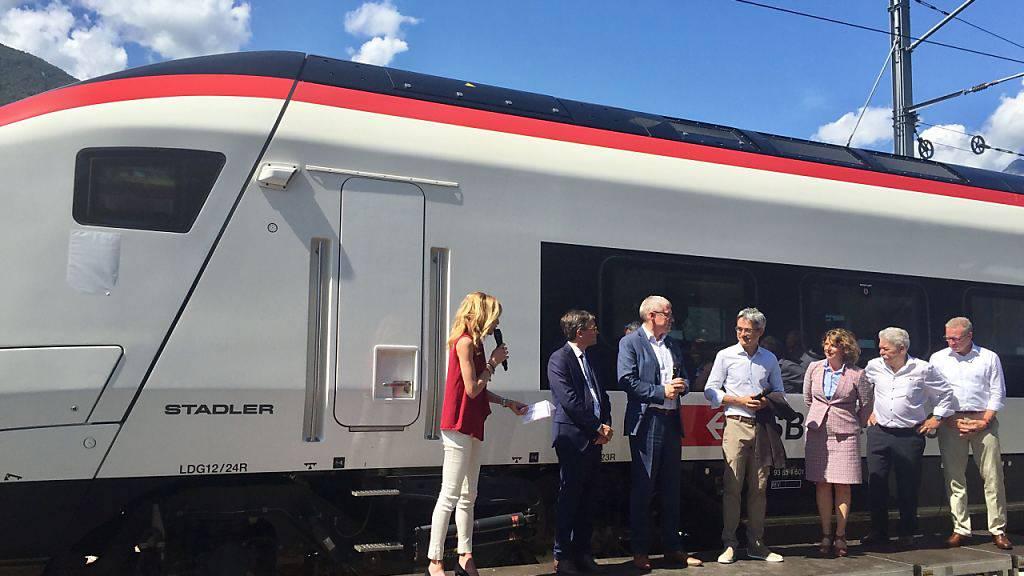 Alles bereit für die Taufe des ersten von 29 Giruno-Zügen in Bellinzona, die künftig auf der Gotthard-Linie verkehren.