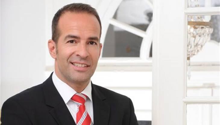 Der 50-jährige Thomas Köstner ist seit über 28 Jahren in der Immobilienbranche. Seine Firma Immoline-Basel AG ist auf den Verkauf von Wohnimmobilien im hochpreisigen Sektor spezialisiert. Derzeit hat die Immoline in Arlesheim drei Objekte zwischen 7,5 und 10,5 Millionen Franken in ihrem Verkaufsportfolio.