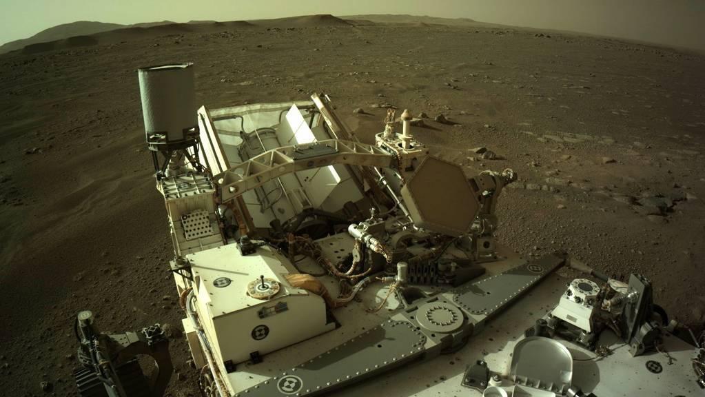 Wenn der Mars-Rover «Perseverance» übers Marsgeröll fährt, tönt es, als ob er in die Werkstatt müsste. Wie sich das anhört, kann man nun erstmals auch auf der Erde vernehmen (Handout)