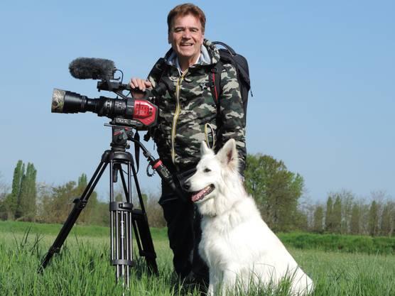 Tierfilmer Tony Gnos hat zwei Albino-Gämsen vor die Linse bekommen.