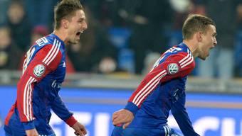Die pure Erleichterung: Fabian Frei (rechts) jubelt nach seinem entscheidenden Penalty-Tor.keystone