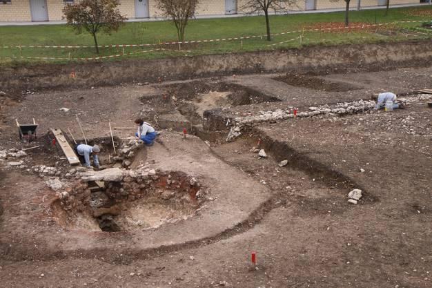 Während den Ausgrabungen.