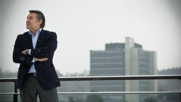Gustav Nussbaumer, Teammanager des FC Basel, auf dem Dach des Architektur-Traktes auf dem ETH-Campus Hönggerberg. Chris Iseli