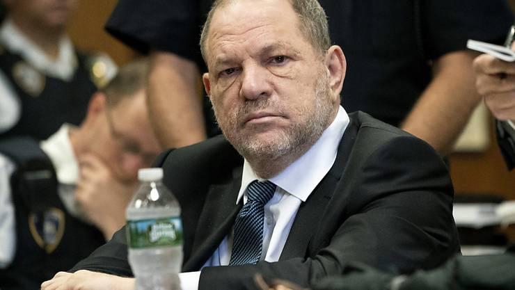 Bei den Ermittlungen zu den Missbrauchsvorwürfen gegen den früheren Hollywood-Produzenten Harvey Weinstein gibt es erneut Ungereimtheiten. (Archivbild)