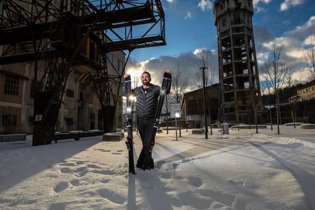 Mit dem Verkauf von Ski machte er das Hobby zum Beruf. Bis im Alter von 15 Jahren fuhr er Rennen. Noch heute ist er Mitglied im Skiklub Wengen.