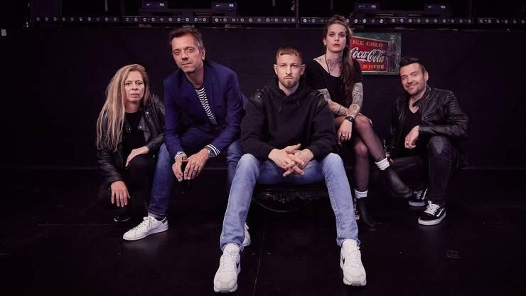 Die ganze Jury von links nach rechts: Julie Born, Reto Lazzarotto, Stress, Bettina Bestgen und Stefan Rothenbühler.