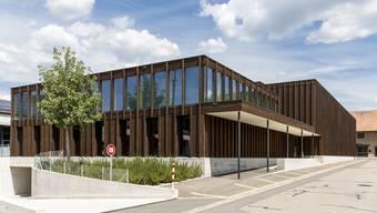 Die Doppel-Mehrzweckhalle mit Gemeindesaal und neu gestaltetem Dorfplatz wurde 2019 eingeweiht.