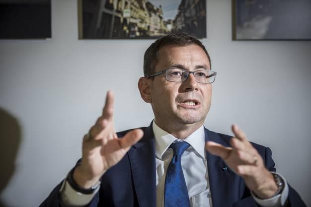 VR-Präsident Daniel Heller ist über mehrere rechtsbürgerliche Vereinigungen (siehe weiter oben) mit Gallati vernetzt.