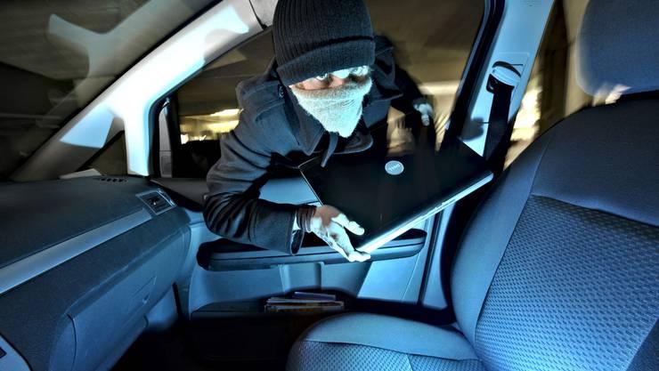 Ein Tunesier durchsuchte das Auto eines Anwohners, der den stark betrunkenen Dieb bemerkte und ihn überraschte (Symbolbild)