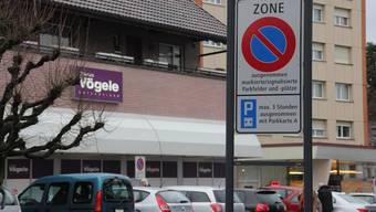 Seit dem 1. Mai 2015 gilt in Reinach das neue Parkierungsreglement. So manch einer hat seither einen Bussenzettel eingefangen.