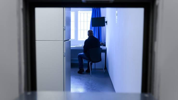 Trister Alltag im Waadtländer Gefängnis De la Croisée. Sterbehilfeorganisationen sollen einen neuen Ausweg anbieten.