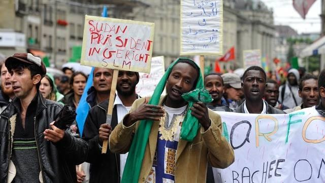 Einwanderer in der Schweiz - ein Thema, dem sich ein 60-seitiger Bericht widmet (Archiv)