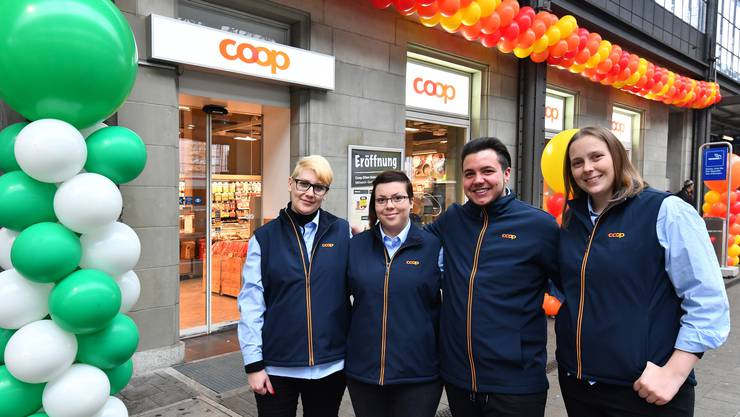 Das Coop Team am Bahnhof Olten: V.l. Aida Jaskic (Geschäftsführerin Stv.) Anica Petruc, Leandro Petrucci und Geschäftsführerin Vanessa Wolf