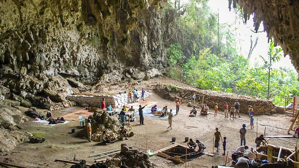 Ausgrabungen in der Liang Bua-Höhle auf der indonesischen Insel Flores, wo die Knochen des Homo floresiensis gefunden wurden.