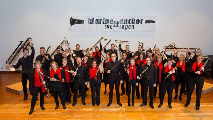 35 Klarinettisten mit den unterschiedlichsten Instrumenten aus der Familie der Klarinette laden ein zum Konzert