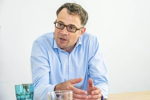 Kaspar Sutter im Büro seiner Beratungsfirma PubliConsult am Stapfelberg.