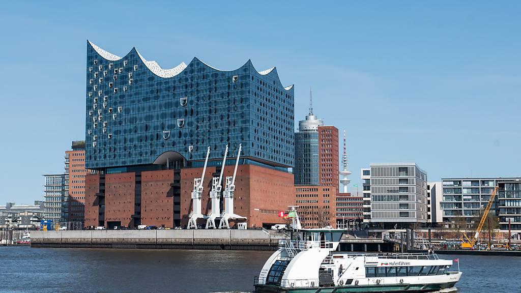 ARCHIV - In der Hamburger Elbphilharmonie wird am Sonntag erstmals der Tonali-Musikpreis verliehen. Foto: Daniel Bockwoldt/dpa/