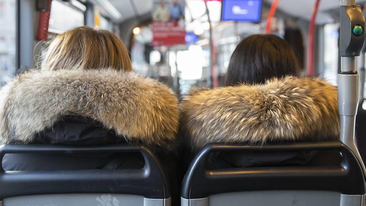 Verkaufsstellen von Pelzprodukten sollen künftig verpflichtet werden, echte Pelze eindeutig und mit der Deklaration «Echtpelz» zu deklarieren.