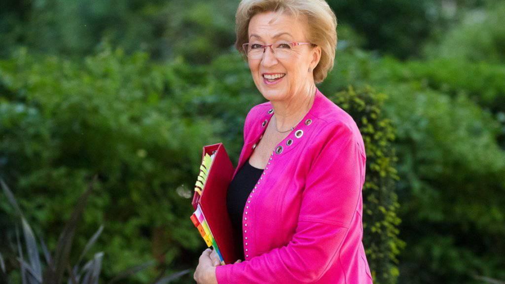 Andrea Leadsom am Dienstag auf dem Weg zu einer Kabinettssitzung in Downing Street, London - am Mittwoch gab sie ihren Rücktritt bekannt.