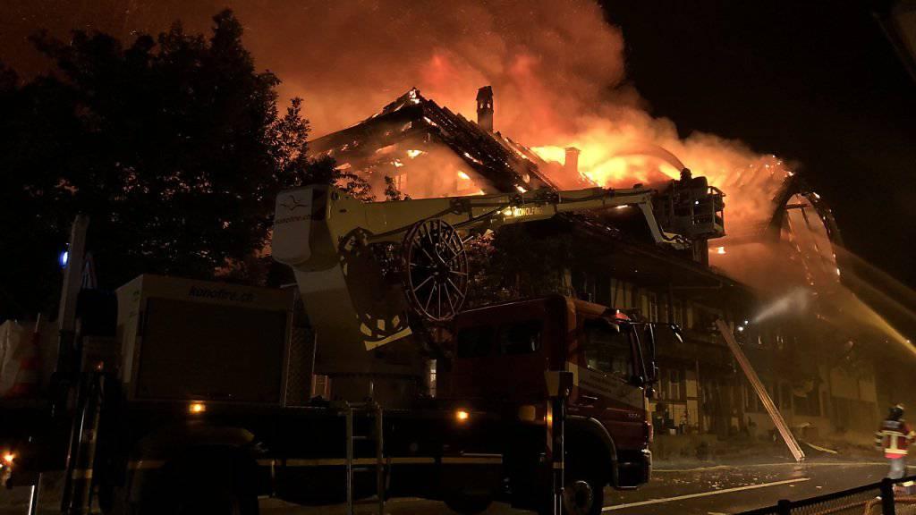 Der Brand vom Wochenende in einem ehemaligen Emmentaler Traditionsgasthof wurde absichtlich gelegt. Die Polizei hat eine tatverdächtige Frau angehalten.