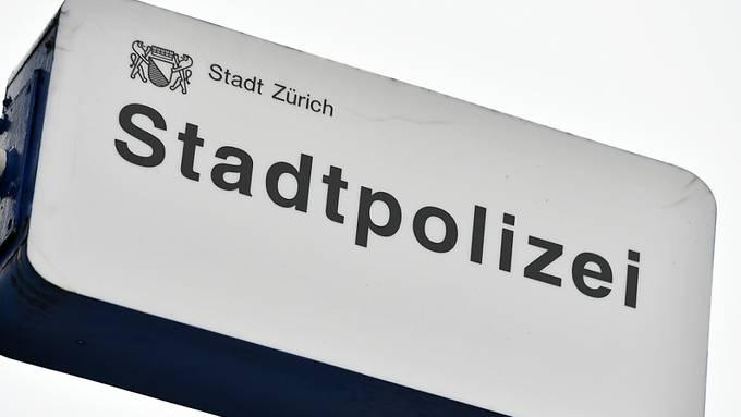 Spezialisten der Stadtpolizei Zürich versuchen den Hergang des Unfalls vom Dienstag auf der Forchstrasse zu klären. (Symbolbild)