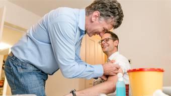 Im vergangenen November gab es für Grossräte (hier Silvan Hilfiker, FDP) eine freiwillige Impfaktion – jetzt fordern einige Impfungen in der Apotheke.
