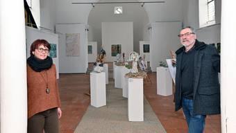 Judith Nussbaumer und Martin Heim erhalten die Alte Kirche am Leben: Der Verein organisiert jährlich Kunstausstellungen und Konzerte.