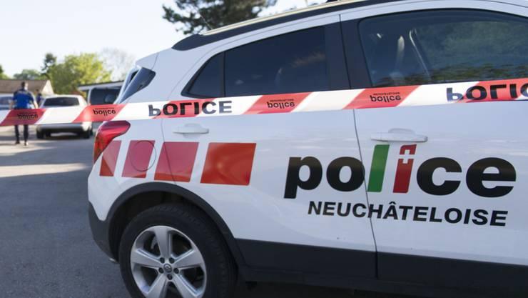 Nach Angaben der Kantonspolizei Neuenburg läuft eine Untersuchung, um die Umstände des Todes des jungen Mannes zu bestimmen. (Symbolbild)