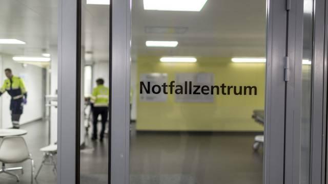 Der Eingang des Notfallzentrums vom Inselspital Bern (Archiv)
