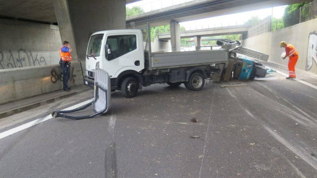 Ein umgekippter Anhänger hat am Donnerstagnachmittag für längere Rückstaus in Basel bis auf die A2 geführt.