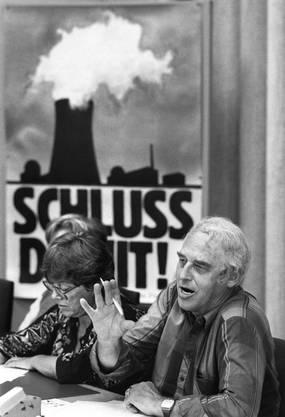«Schluss damit!», sagte Helmut Hubacher an der Delegiertenversammlung der SPS von 1986 - und meinte die Atomenergie. Zwei Tage später lancierte die SP die Atomausstiegs-Initiative.
