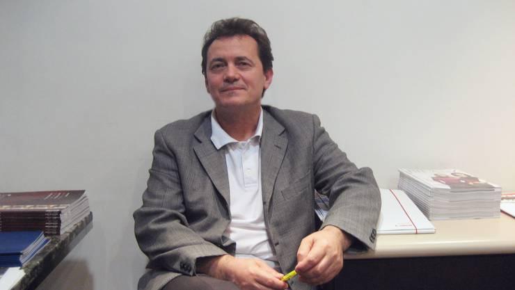 Mirash Hajdaraj – Er lebt seit 12 Jahren in der Schweiz und sagt, für die Kosovaren hier sei seit der Staatsgründung vieles einfacher