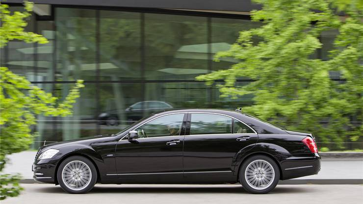 In Mercedes der S-Klasse lassen sich die Mitglieder der Aargauer Regierung durch die Strassen chauffieren (Symbolbild)