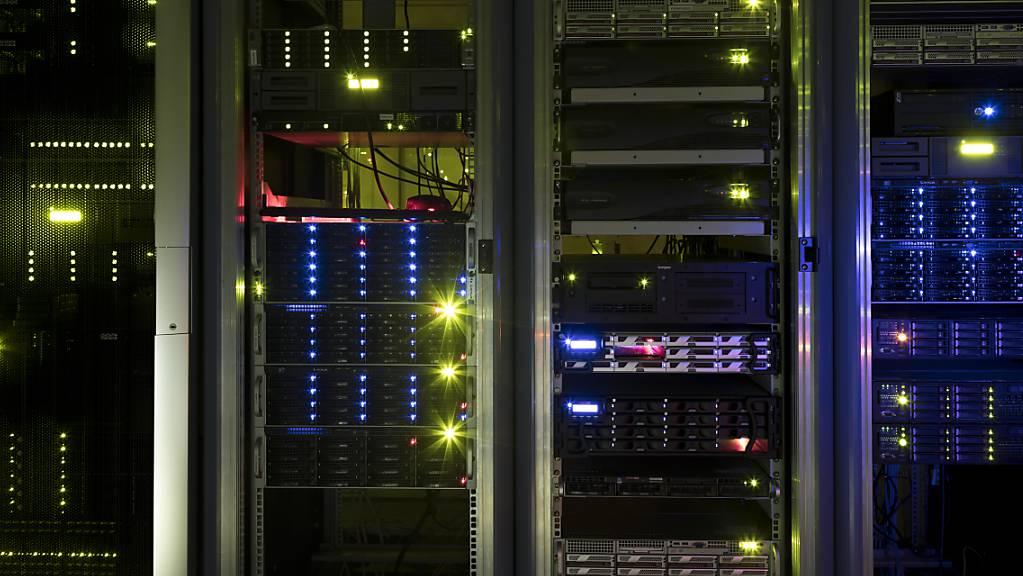 Die Daten des Bundes sollen künftig in Clouds von Amazon, IBM, Microsoft, Oracle und Alibaba gespeichert werden. (Archivbild)