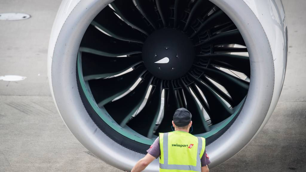 Kommissionen sind für Luftfahrtkredite - Anträge für mehr Klimaschutz scheitern