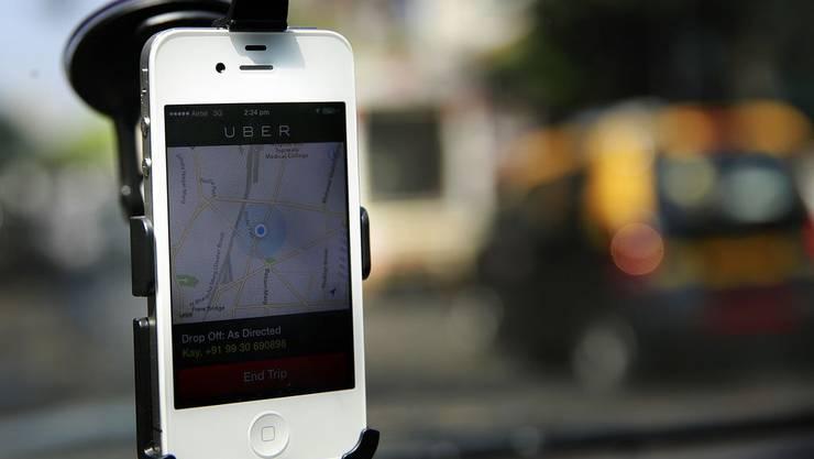 Uber - Der revolutionierte Fahrdienst, der nun in Zürich aktiv ist, ködert die Fahrer mit neuem Bonussystem.