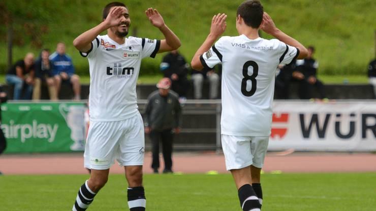 Die Hoffnung auf den Aufstieg ist bei den Black Stars mit Mergim Ahmeti (r.) und Mickael Feghoul zurückgekehrt.