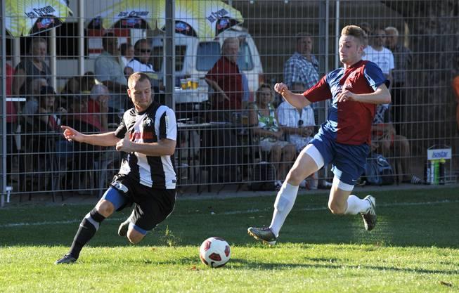 Nikolic Nikola, FC Black Stars (links), gegen Simon Rudolf von Allschwil